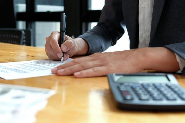 https://askfirstbiz.com/wp-content/uploads/2020/05/businessmen-are-signing-the-contract-documents-in-BYTU2NP3-640x426.jpg